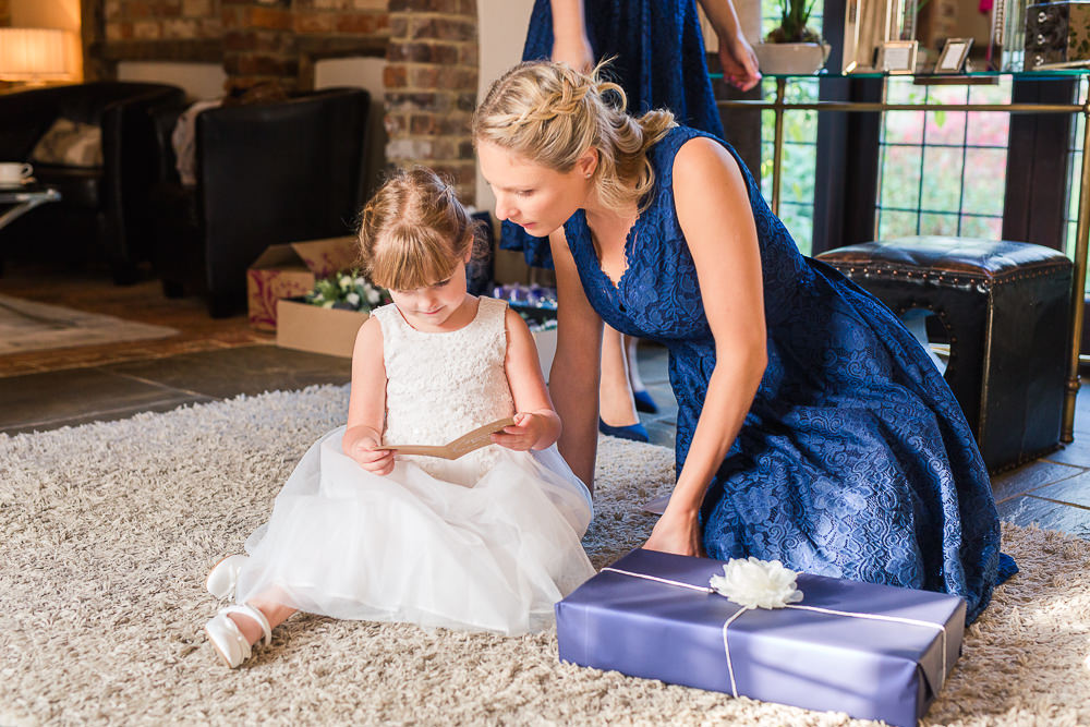 Bide give flower girl wedding day gift